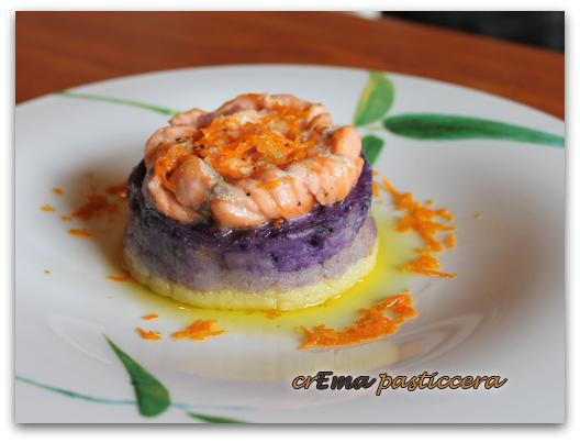 tortini di patate viola con corona di salmone