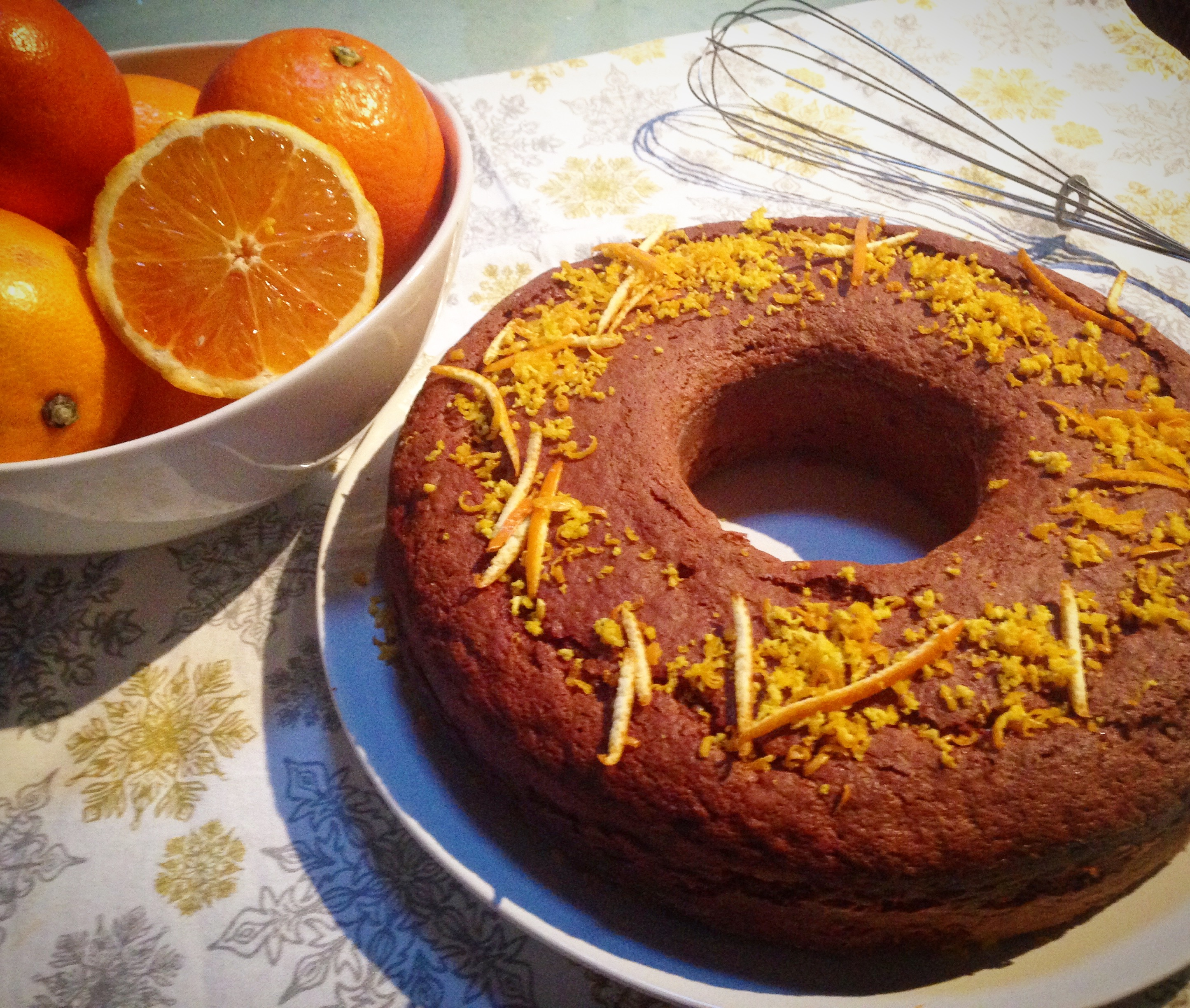 Torta al cioccolato profumata all'arancia