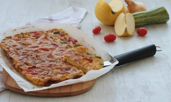 Frittata di zucchine e mele al forno, ricetta veloce