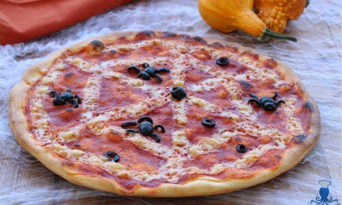 Pizza ragnatela, ricetta mostruosa  e golosa di halloween