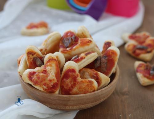 Cuori di sfoglia alla pizzaiola, ricetta sfiziosa di facile  preparazione