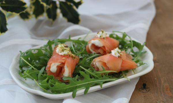 Rotolini di salmone, ricetta sfiziosa  con  senape e formaggio