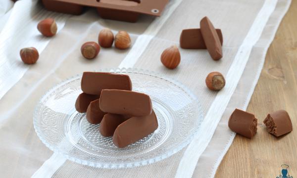 Gianduiotti, ricetta dolce  piemontese realizzata con cioccolato e nocciole