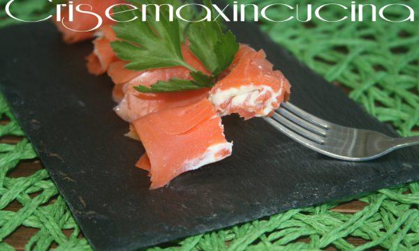 Rotoli di salmone  con salsa alla senape e formaggio, ricetta chic