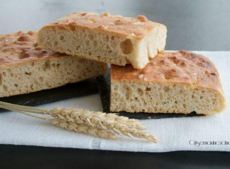 Focaccia con farina buratto, ricetta lievitata.