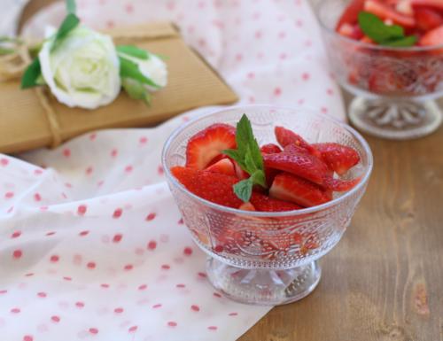 Macedonia di fragole, ricetta di facile preparazione