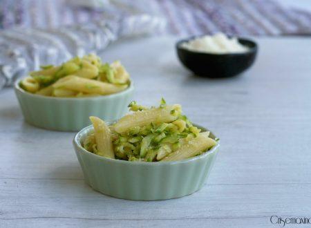 Pasta con le zucchine, ricetta facile ed economica.