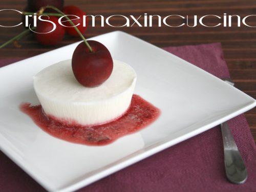 Semifreddo allo yogurt e ciliegie, ricetta dolce