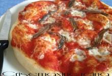 Pizza napoletana alle acciughe, ricetta lievitata