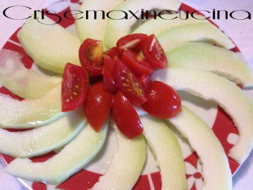 Insalata di cetrioli e pomodori, ricetta veloce