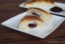 Croissant sfogliati con la marmellata, ricetta dolce