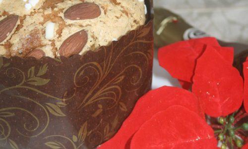 Panettone mandorlato, ricetta senza canditi e uvetta