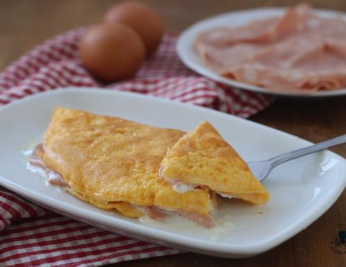Omelette stracchino e mortadella, ricetta facile e veloce