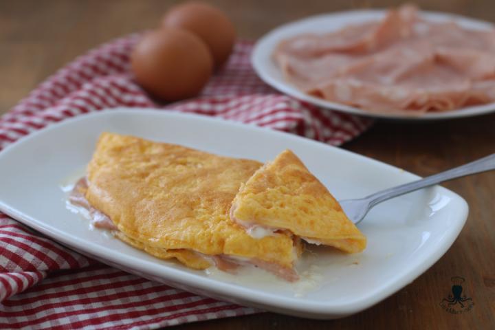 Omelette stracchino e mortadella