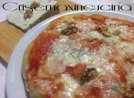 Pizza gorgonzola e noci, ricetta lievitata
