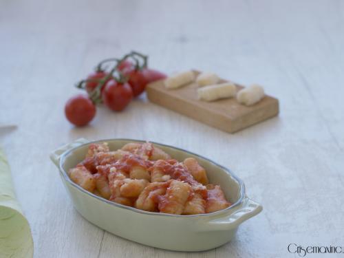 Gnocchi senza patate al pomodoro, ricetta semplice