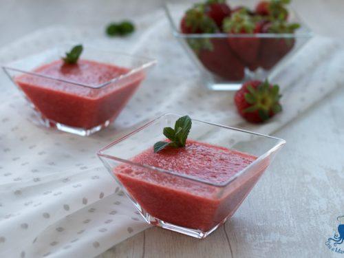Gelatina di fragole, ricetta light di facile e veloce preparazione