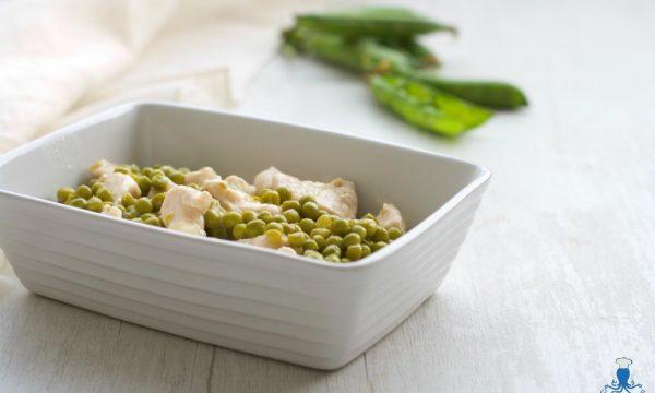Bocconcini  di petto di pollo con i piselli, ricetta economica