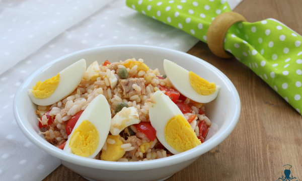 Insalata di riso tonno e uova, ricetta leggera facile e veloce