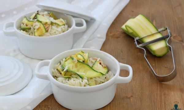 Insalata di riso con zucchine e tonno, ricetta facile e veloce