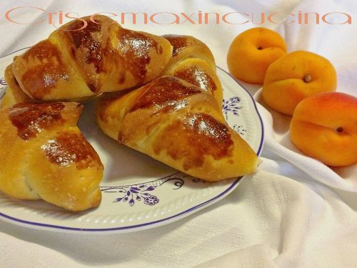 Croissant semi-dolci ripieni, ricetta lievitata