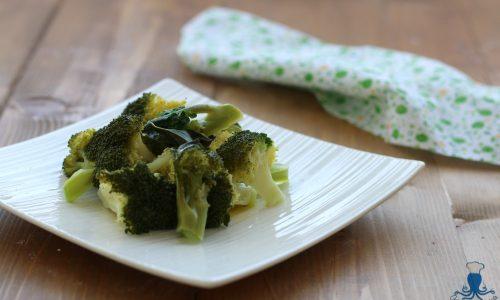 Insalata di broccoli, ricetta facile e veloce vegetariana