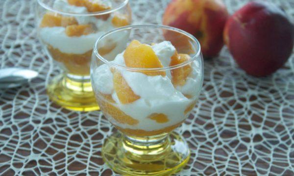 Coppa yogurt e pesche, ricetta light