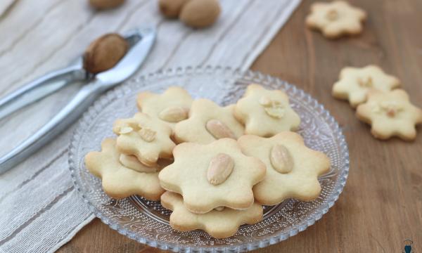 Biscotti vegani alle mandorle, ricetta facile e golosa