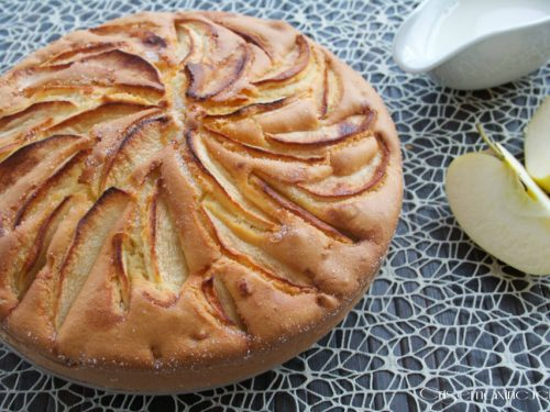 Torta soffice di mele alla panna, ricetta golosa
