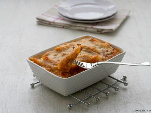 Penne al forno con ragù e besciamella, ricetta primo piatto.