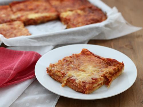 Pizza veloce del buongustaio, ricetta facile e sfiziosa