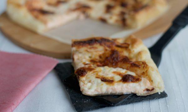Torta salata con salmone e stracchino