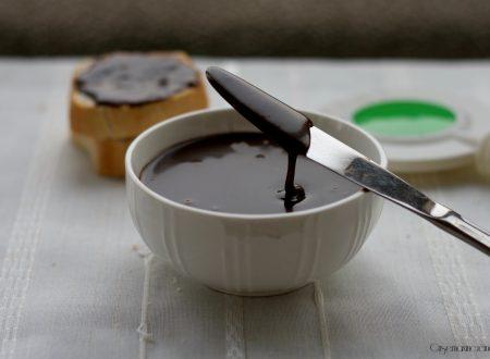 Crema di nocciole senza cottura
