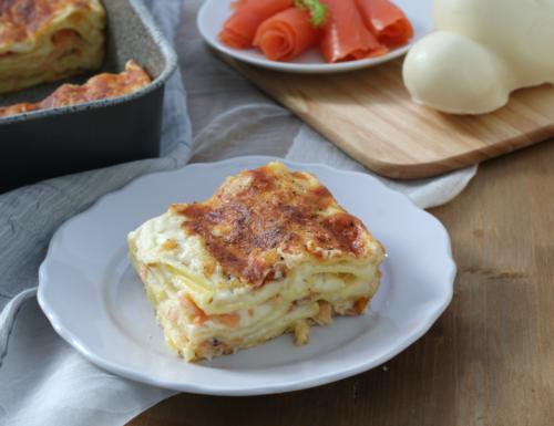 Lasagne al salmone affumicato, ricetta raffinata delle feste.