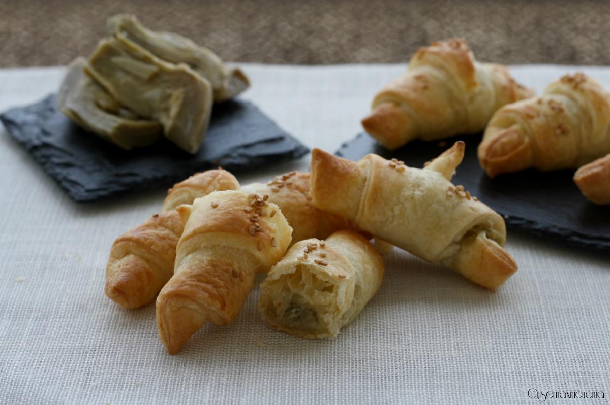 croissant di sfoglia con carciofi