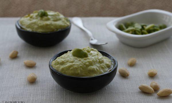 Pesto di fave e mandorle, ricetta veloce