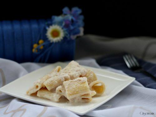 Mezze maniche prosciutto e stracchino, ricetta facile e veloce