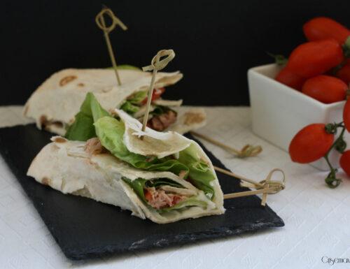 Piadina senza glutine, tonno e pomodori
