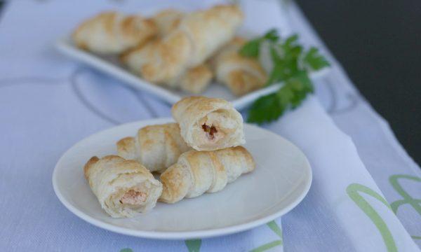 Croissant salati con pestato ai pomodori, ricetta sfiziosa