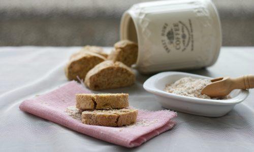 Cantucci con farina integrale e zucchero di canna, ricetta dolce