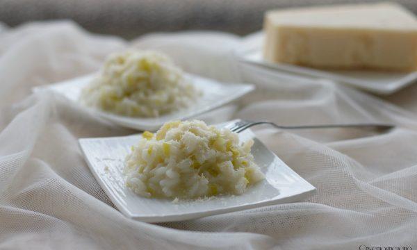 Risotto porri e parmigiano, ricetta gustosa e raffinata