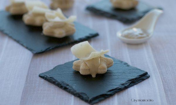 Focaccine con crema ai tartufi, ricetta raffinata e gustosa