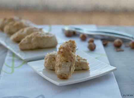 Involtini di petto di pollo con le nocciole, ricetta sfiziosa