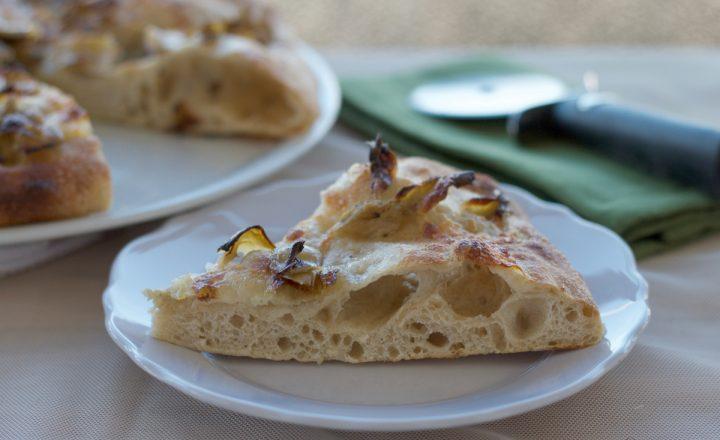 Pizza bianca carciofini e mozzarella, ricetta con lievito madre