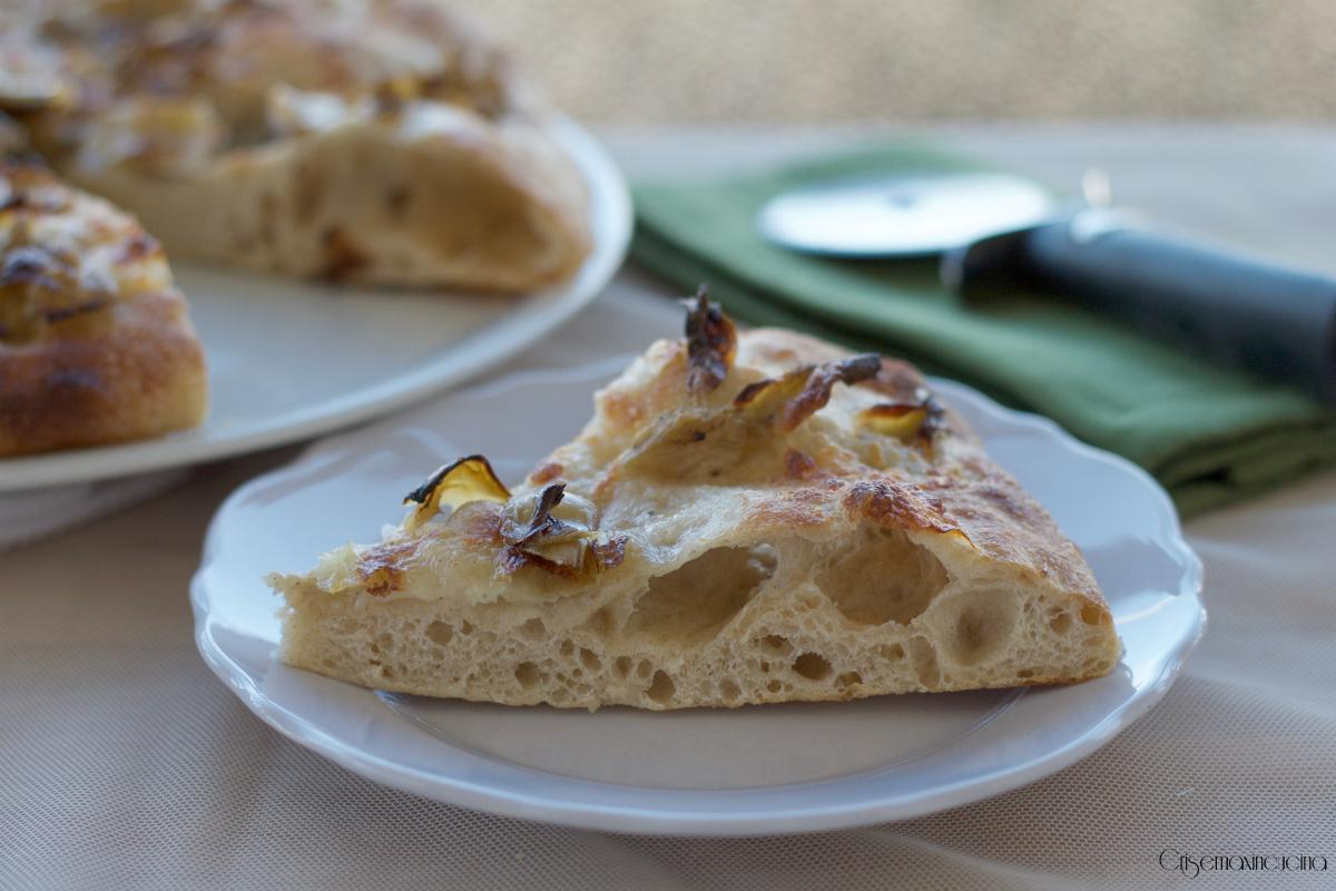 pizza bianca carciofini e mozzarella