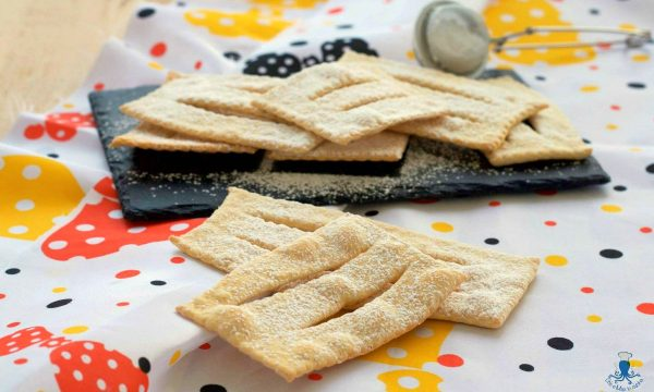 Chiacchiere o frappe al forno, ricetta leggera  di Carnevale