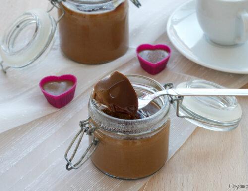 Panna cotta al caffè con caramello, ricetta golosa ed elegante