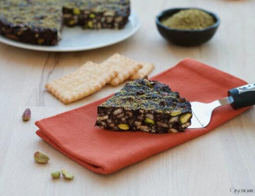 Torta fredda di biscotti e pistacchi, ricetta senza glutine e  senza cottura