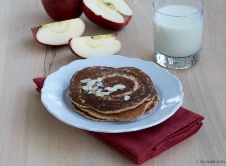 Pancakes integrali col latte di mandorle, ricetta prima colazione
