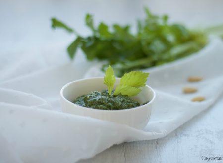 Pesto di sedano e mandorle, ricetta vegetariana facile